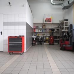 Warsztat samochodowy to główna hala w naszej stacji kontroli pojazdów